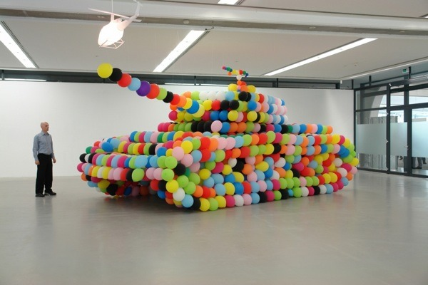 Colorful-balloons-tank-design
